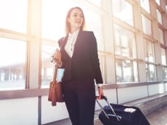 airport_travel_woman_luggage_transfers