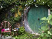 New_Zealand_Hobbiton_Hobbit_Houses_shutterstock_606169403 (1)