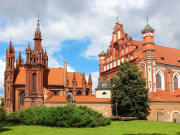 Lithuania_Vilnius_St_Annes_Church_St_Francis_from_Asisi_123RF_21971189_ML