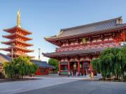 Japan_Tokyo_Asakusa_Sensoji_Kaminarimon_shutterstock_710823280