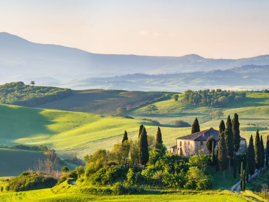 Italy_Tuscany_spring_shutterstock_599187065