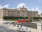 city sightseeing bus in front of parliament house