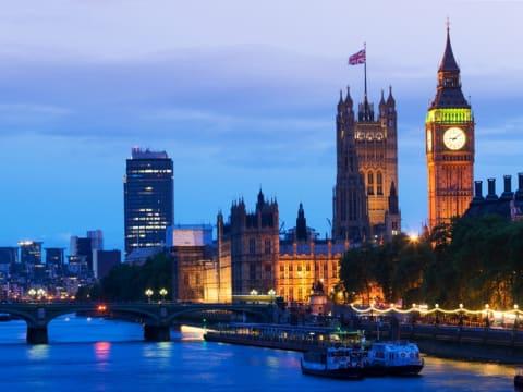 ディナークルーズ (テムズ川クルーズ)   ロンドンの観光・ツアーの予約 VELTRA(ベルトラ)