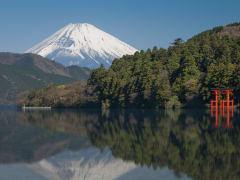 00_Japan_Kanagawa_Lake_Ashi_Mt_Fuji_Hakone_shutterstock_604587755