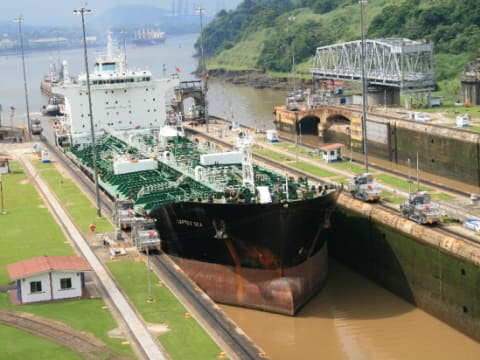 パナマ運河ツアー