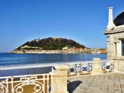 Spain_Gipuzkoa_San-Sebastian_Monte-Urgull_La-Concha_shutterstock_240560464