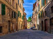 Tuscany_Siena_Medieval_Narrow_Street_519871636