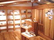 屋久島地杉を使った内装のラボ内。