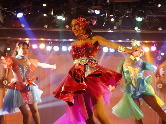 Glamorous Cabaret Dinner Show At Black Swan Lake In Shinjuku Tokyo