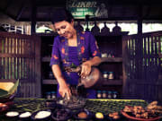 indonesian woman preparing ingredients for djamoe