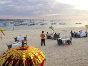spacious_beachfront_setting