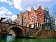 Netherlands_Amsterdam_canal_houses_shutterstock_421211233