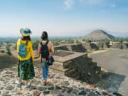 Mexico_Teotihuacan Pyramids_Day Tour Travelers
