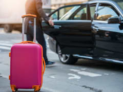airport_pickup_suitcase_transfer_shutterstock_596931482
