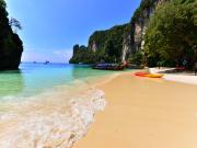Shoreline_Hong Island by speedboat