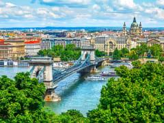 Budapest_ChainBridge_shutterstock_562412311