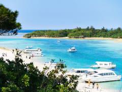 Japan_Okinawa_Ishigaki_Kabira_Bay_Glass_Boat_shutterstock_584915014