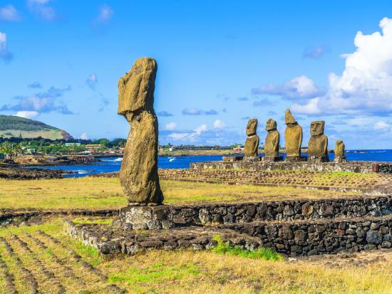 Easter island_Tahai_Moais_shutterstock_399364456