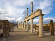 Itally_Pompeii_shutterstock_44264536