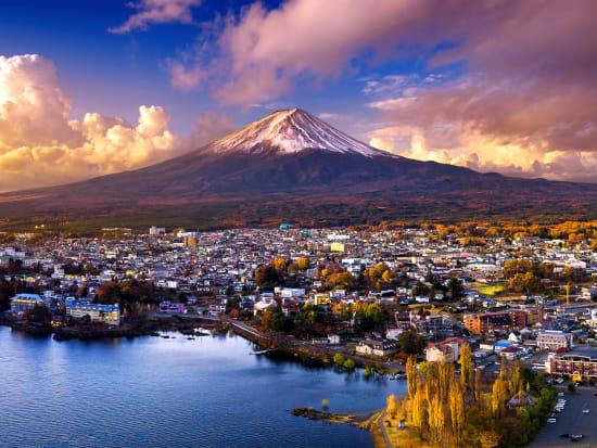 Japan_Yamanashi_Kawaghuchiko_View_shutterstock_773610946