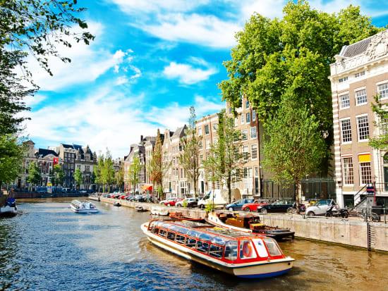 Netherlands_Amsterdam_Canals_shutterstock_98757293