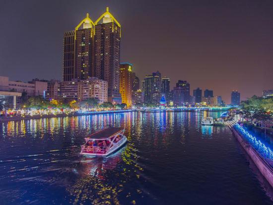 Taiwan_Kaohsiung_Love_river_shutterstock_601748993-crop