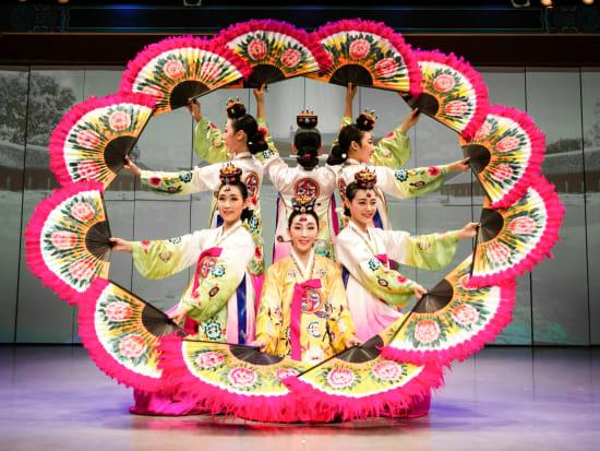 Korea Simcheong Buchaechum Fan dance