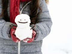 Japan_Snow_playing_snowman_shutterstock_1308348547