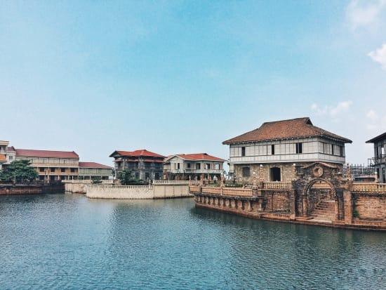 Las Casas Filipinas de Acuzar Basla River Cruise