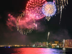 Hawaii_Oahu_Waikiki_Fireworks_Night_shutterstock_661455487