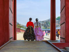 Changdeokgung Palace with Hanbok Wearing (1)