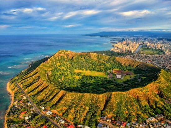 Hawaii_Oahu_Diamond Head crater_shutterstock_1200407062