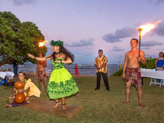 hula-dance-at-luau