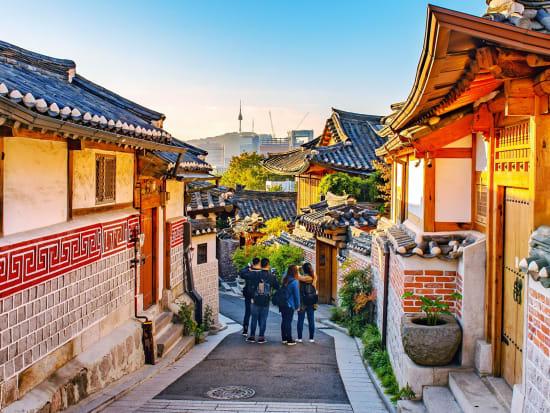 korea_seoul_bukchon-hanok-village_tourist_