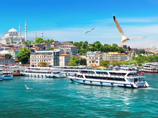 Turkey_Istanbul_Bosphorus_shutterstock_669940774