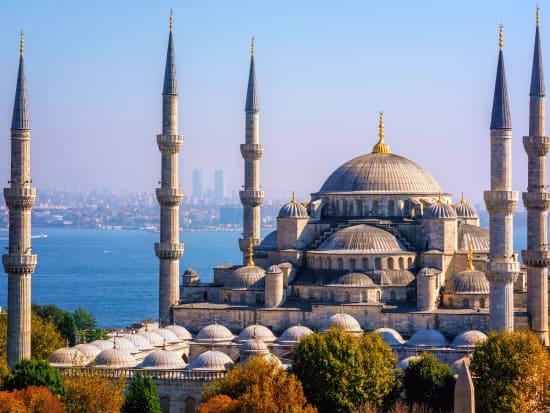 Turkey_Istanbul_Blue Mosque_shutterstock_721552321