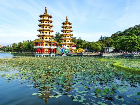 Taiwan_蓮池潭_shutterstock_426275722