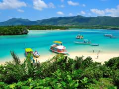 Japan_Okinawa_Ishigaki_Kabira Bay_Glass_Boat_shutterstock_592340582