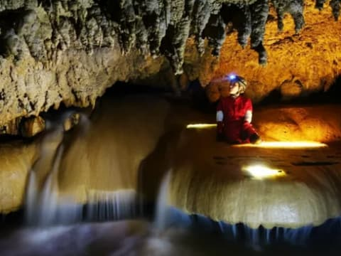 ケイビング(地下洞窟探検)