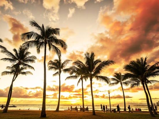 Hawaii_Oahu_Waikiki_beach_Sunset_shutterstock_420367516
