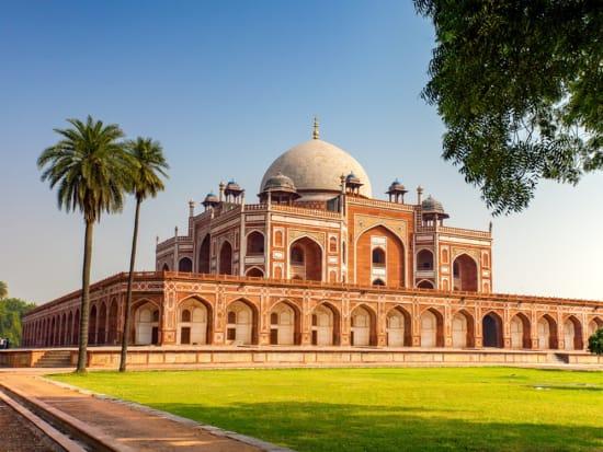 India_New Delhi_Humayun's Tomb_shutterstock_512605630