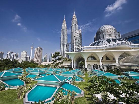 Malaysia_Kuala Lumpur_Petronas Twin Towers_As Syakirin Mosque_shutterstock_2186432