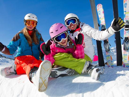 Generic_family_skiing_winter_snow_shutterstock_117367213