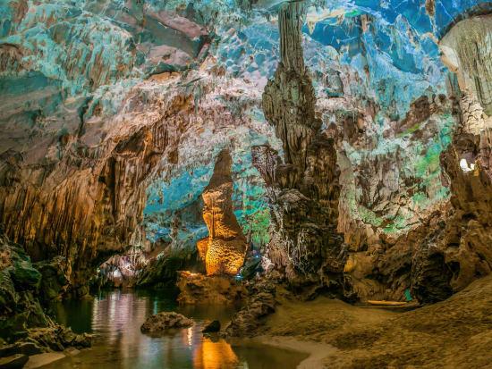 Vietnam_Phong Nha Cave_shutterstock_1301512312