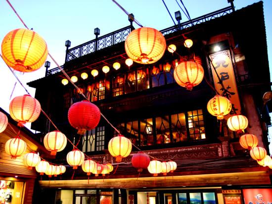 Taiwan_Jiufen_shutterstock_shutterstock_780897853