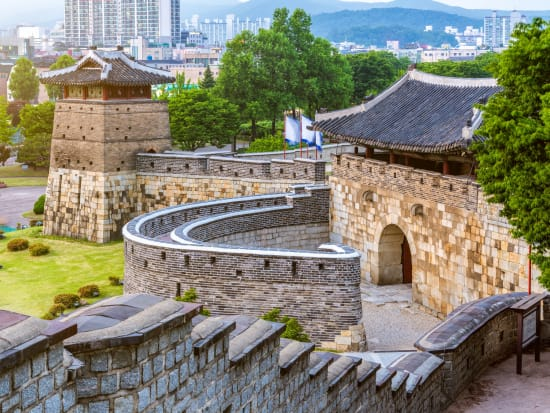 Korea_Suwon_Hwaseong Fortress_水原華城_shutterstock_731940217