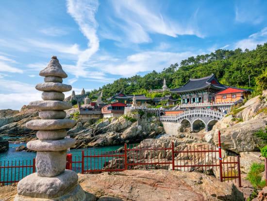 Korea_Busan_Haedong Yonggungsa_海東龍宮寺_shutterstock_709802026
