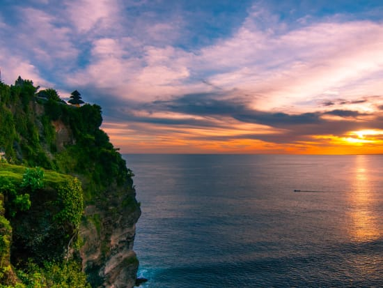Indonesia_Bali_Pura Uluwatu at sunset_shutterstock_192971861