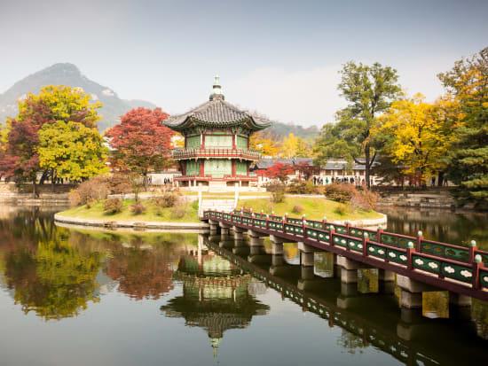 Korea_Seoul_Gyeongbokgung_shutterstock_257424133