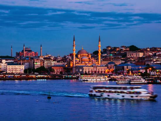 Turkey_Istanbul_Bosporus_shutterstock_1560051359